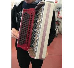 dans les mains d'un accordéoniste