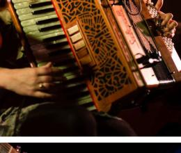 Mairearad Green with her accordion